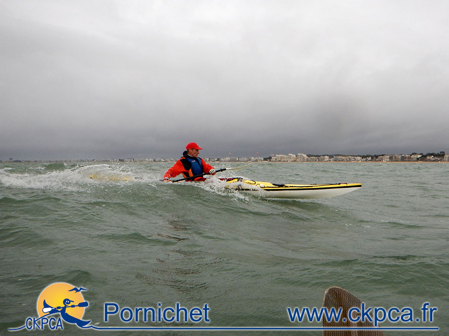 Surf à l'entrée du port en novembre