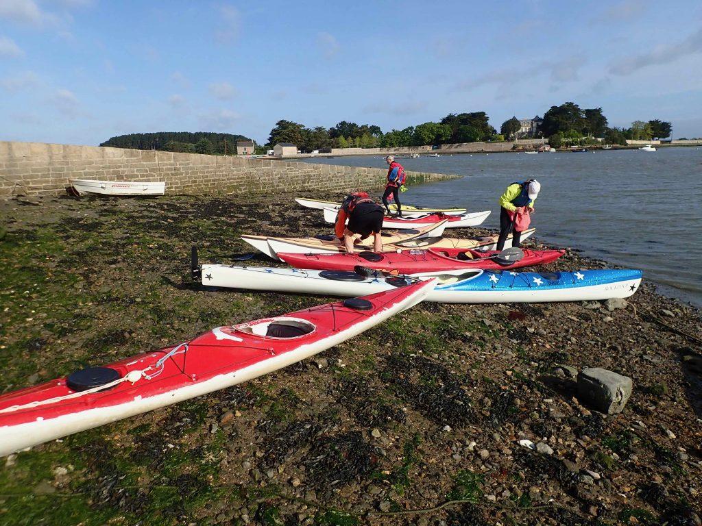 préparation des kayaks à St Armel